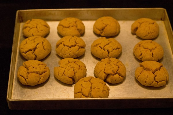 bake eggless orange crinkle cookies