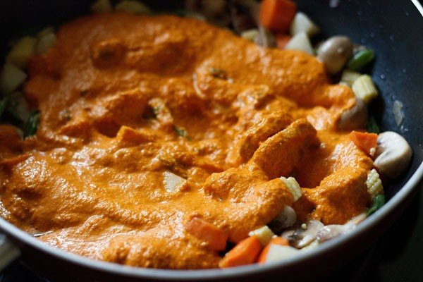 add masala to vegetable curry