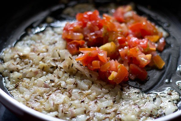 add tomatoes to make bandh gobhi matar