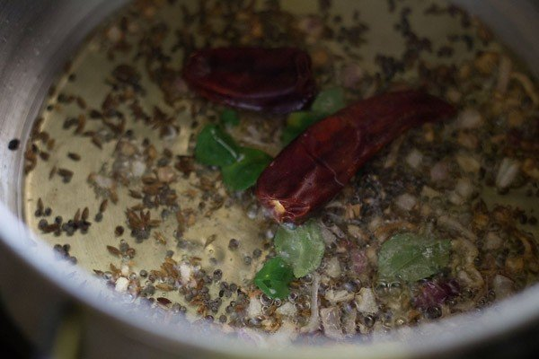 add curry leaves - tomato curry recipe
