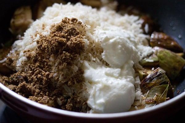 add rice to make vangi bhaat recipe