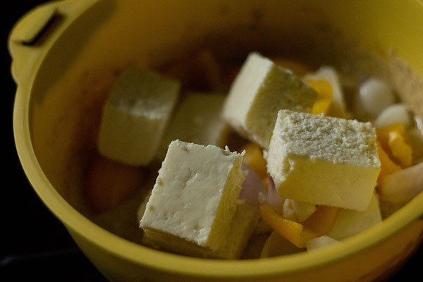 adding paneer capsicum onion to spiced curd