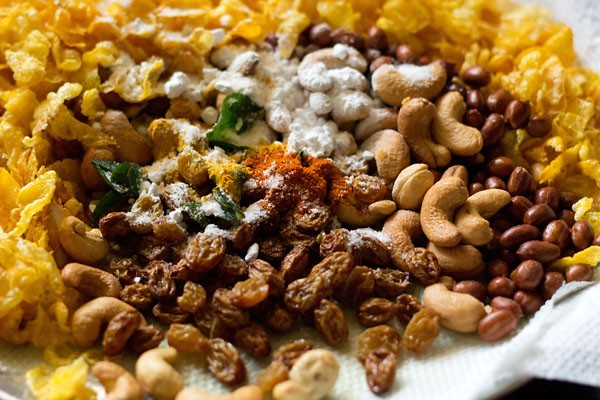 adding spices & seasonings to makai chivda