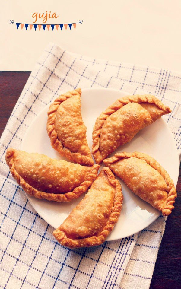 Gujiya recipe how to make gujiya recipe mawa khoya gujiya recipe forumfinder Choice Image
