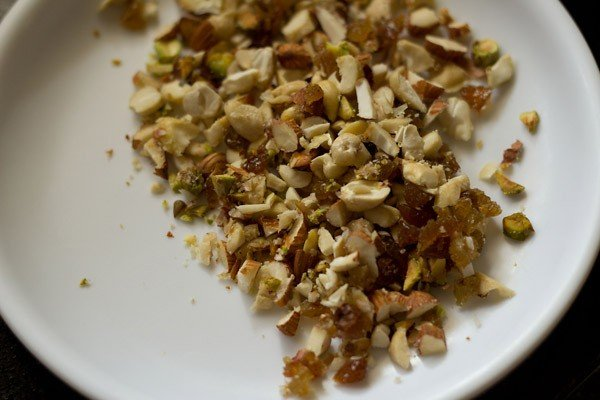 dry fruits to make gujiya recipe