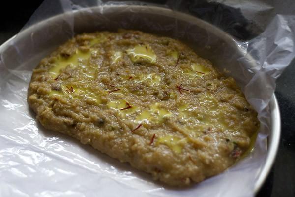 add saffron to khoya barfi