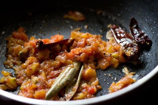 add tomatoes to make paneer do pyaza recipe