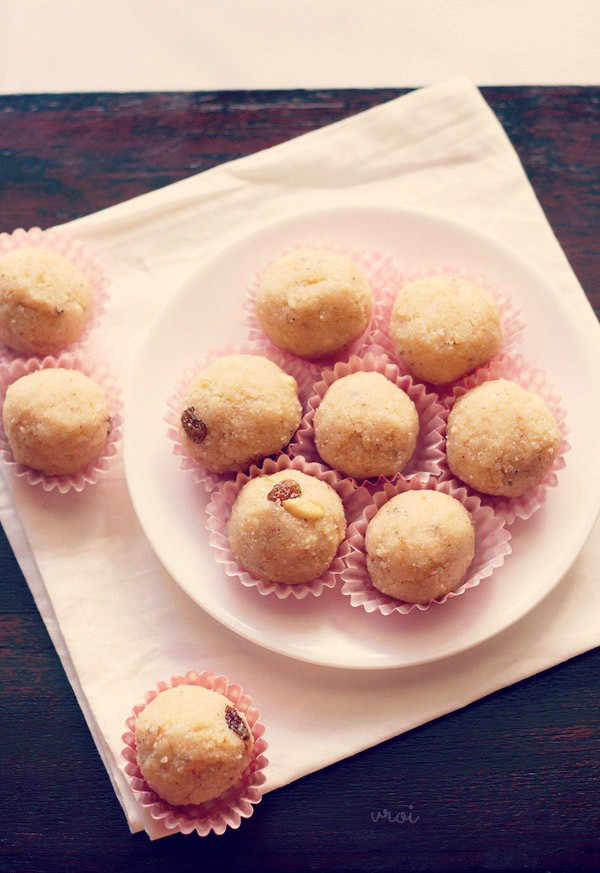 rava ladoo recipe, rava laddu, sooji ladoo recipe