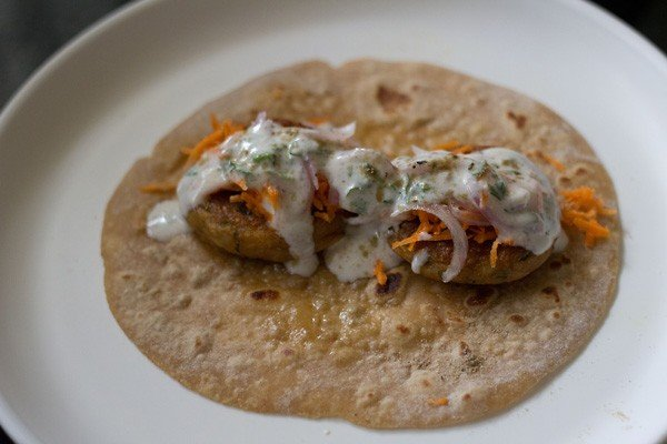 add spices to aloo tikki frankie recipe