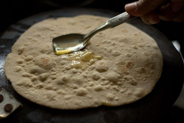 making rotis for aloo tikki frankie recipe