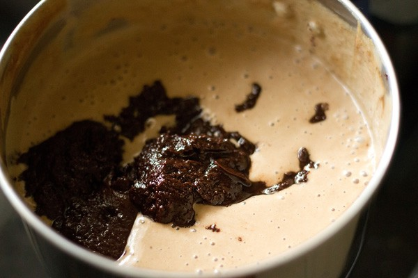 preparing banana chocolate mousse recipe