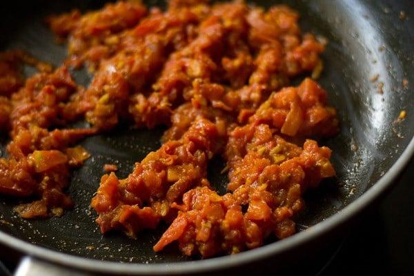 saute tomatoes to make aloo rasedar recipe
