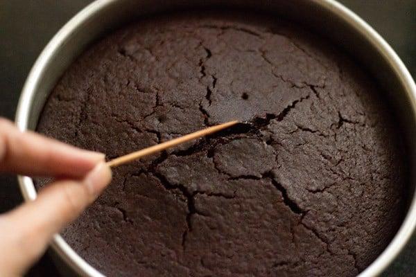 baking basic eggless chocolate cake