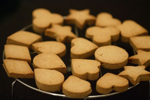 baked eggless butter cookies