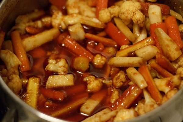 making gobi shalgam gajar achaar recipe