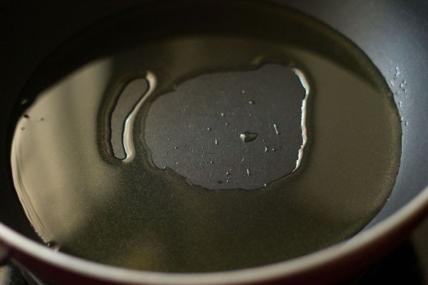 heat oil to make dry paneer manchurian