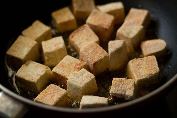 add paneer cubes to make manchurian