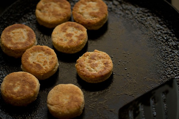 making eggless cheese biscuits recipe