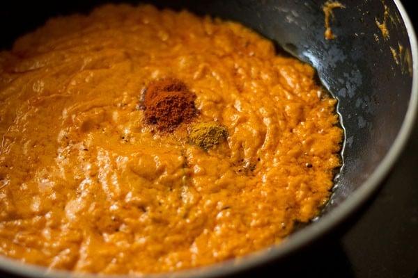 add spices to veg makhanwala gravy recipe