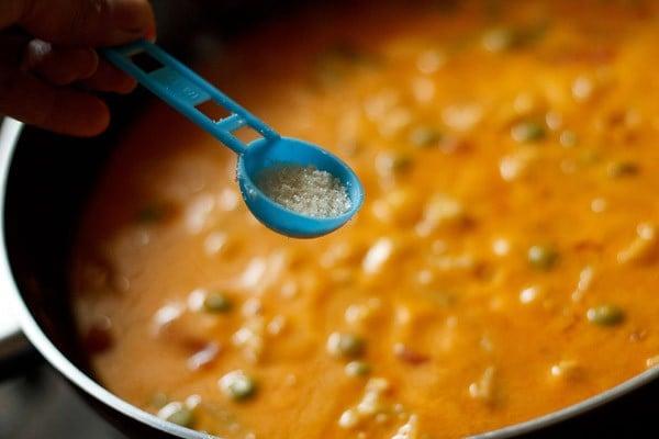 add sugar to veg makhanwala recipe