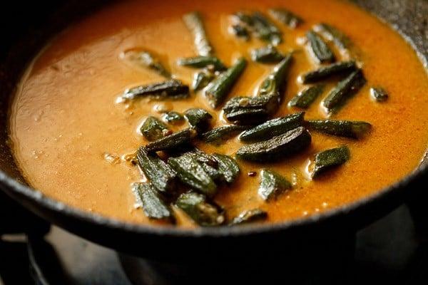 preparing bhindi masala recipe