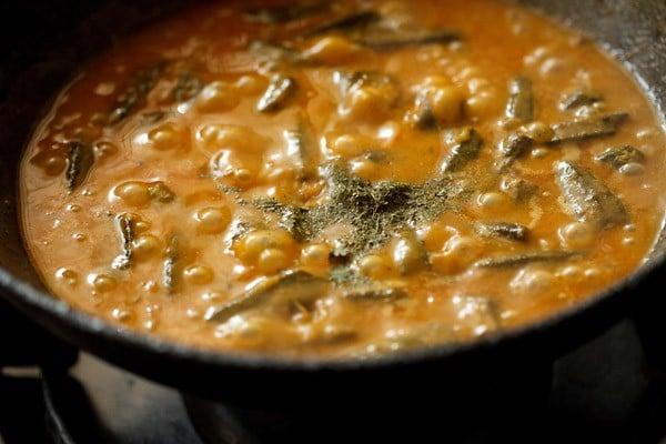 making bhindi masala curry recipe