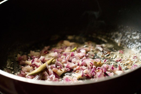 sauting onions for dal makhani recipe
