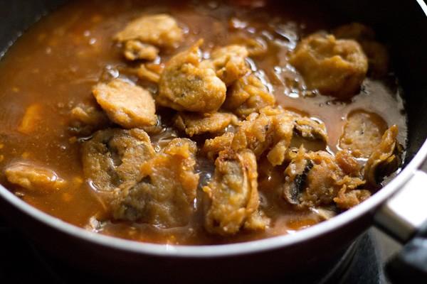 add fried mushrooms - making mushroom manchurian recipe