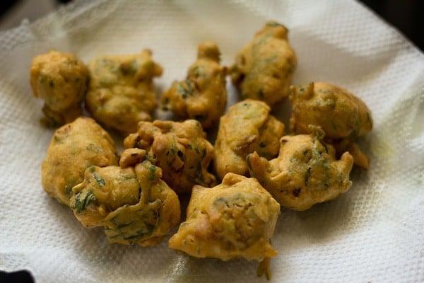 fried methi pakora, fried methi pakoda