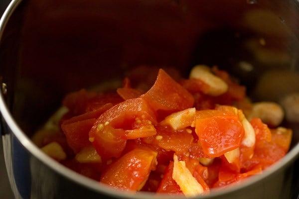 making paste for paneer lababdar recipe