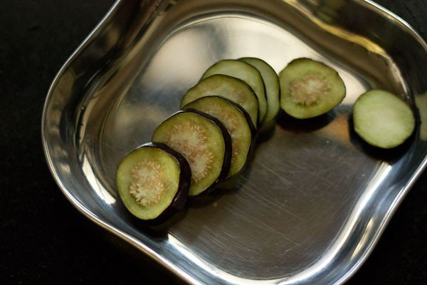 sliced baingans for baingan pakora recipe