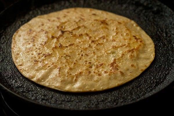 cooked cheese paratha on tawa