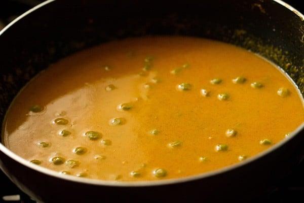 stir - making green peas curry recipe