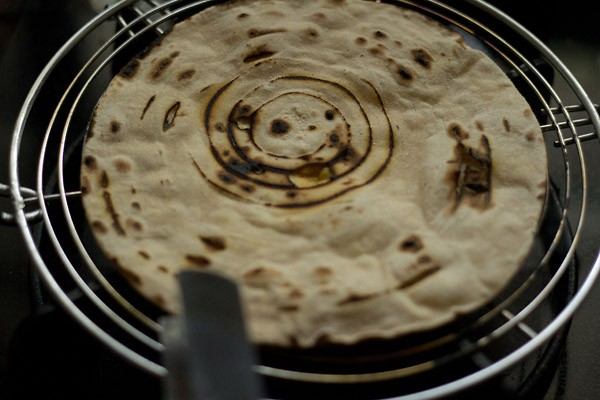 making tandoori roti recipe on rack