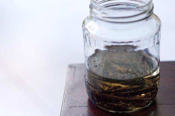 making homemade vanilla extract