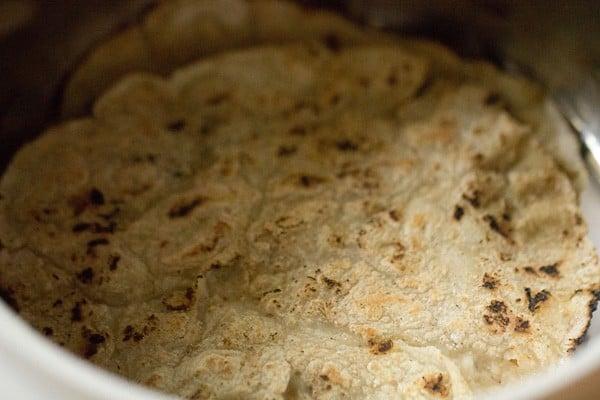 cooked jowar rotis, cooked jowar bhakris