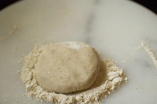 making jowar rotis