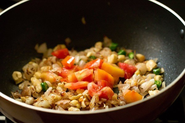 tomatoes for methi malai paneer recipe
