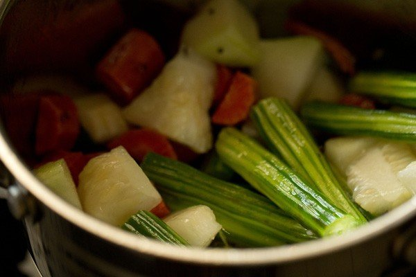 vegetables for arachuvitta sambar recipe