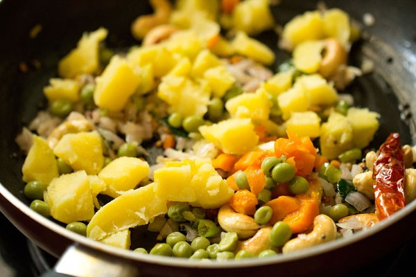 veggies for poha upma recipe, making aval upma