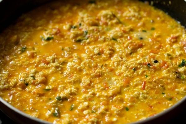 making paneer bhurji gravy