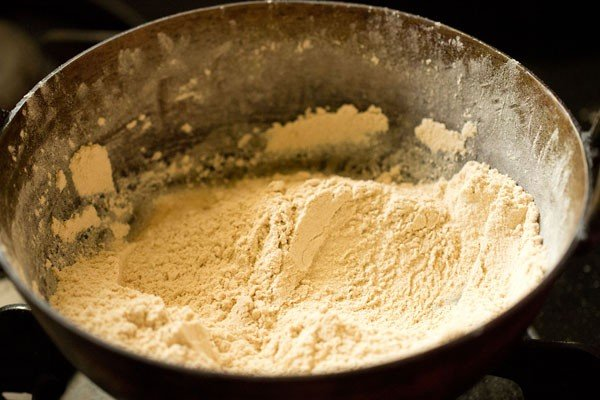 roasting flour for panjiri recipe
