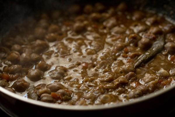 making peshawari chole recipe