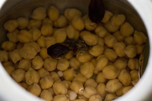 cooking chole for peshawari chole recipe