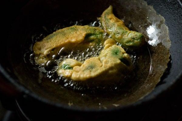 frying - mirchi vada recipe