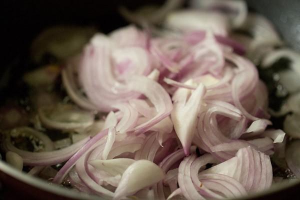onions for making shahi bhindi curry recipe