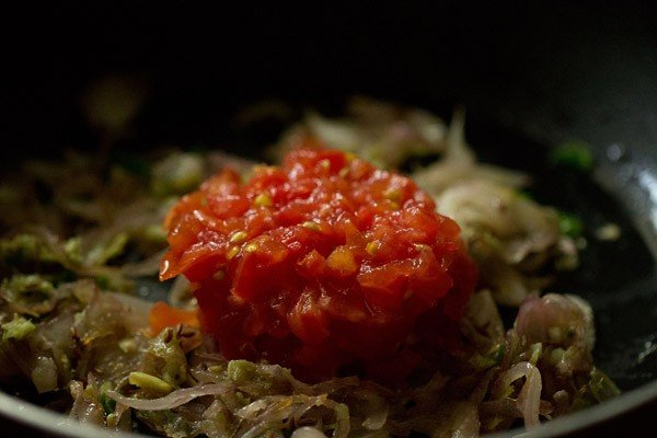 tomatoes for shahi bhindi curry recipe