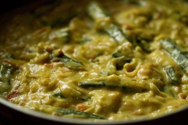 stir to make shahi bhindi recipe