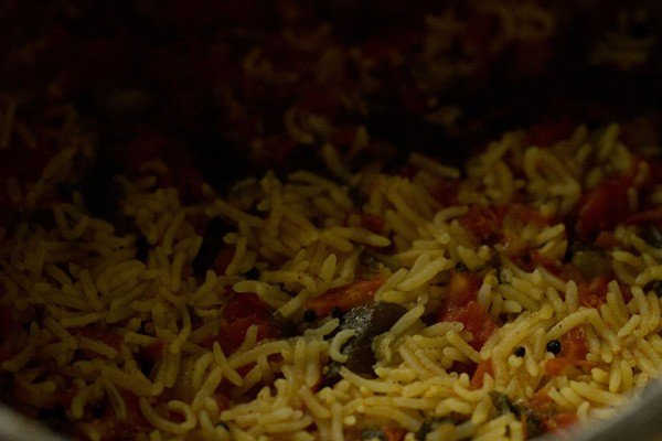 making tomato rice recipe
