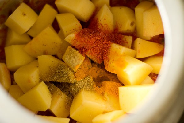 spices for aloo tamatar jhol recipe